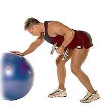 SISSEL® Gymnastikball: Einarmiges Rudern mit Hanteln