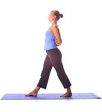 Yoga: Ägyptischer Schritt mit Ellbogengriff