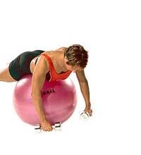 """SISSEL® Gymnastikball: Schulterübung """"Flyes (umgekehrt)"""" mit Hanteln"""