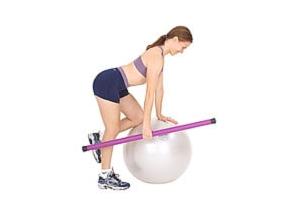 SISSEL® Heavy Bar auf SISSEL® Gymnastikball: Einarmiges Rudern